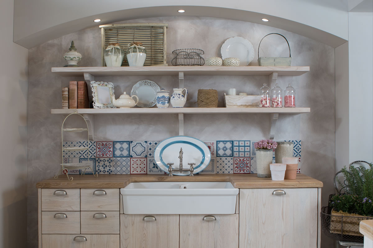 country chic a soft design style of provencal origin which finds its maximum expression of elegance in the use of white ivory and all pastel shades